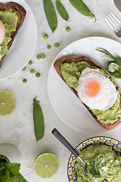 avocado,-peas-and-feta-with-poached-egg-featured