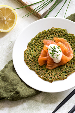 spinach-and-buckwheat-pancakes-with-smoked-salmon-featured