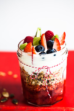 Granola pots with strawberry compote and yogurt